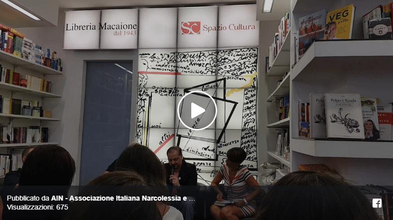 Diego Galdino legge la poesia di Mamme col Cuscino